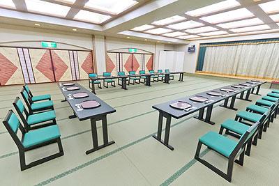 宴会場にはイス、テーブルを用意することも可能です